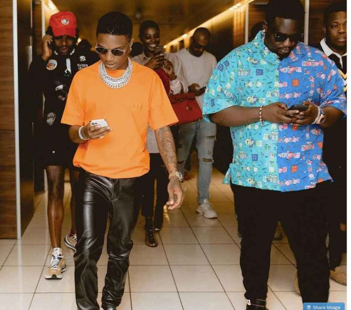BIG WIZ!! See The Amount Wizkid Spent On Dinner In Lagos With His Friends In Lagos